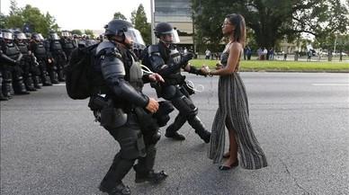 Una fotografia es converteix en símbol de les protestes contra la violència policial als EUA