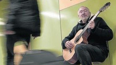"""Félix García, guitarrista: """"La música en el metro tiene también el valor de culturizar"""""""