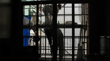 Trabajadores de la construcci�n en un andamio.