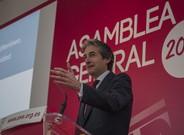 El ministro de Fomento, Ínigo de la serna, en València, este lunes.