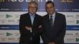 Josep Maria Rovira, director general de Endesa, junto a Joan Alegre, director de Prensa y Plantas de impresión de Grupo Zeta, en la entrega de premios de Català de l'any 2012.