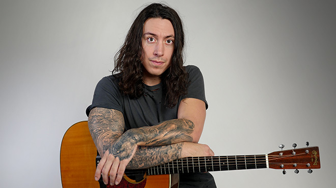 Noah Gundersen interpreta la canción 'Jealous Love'.