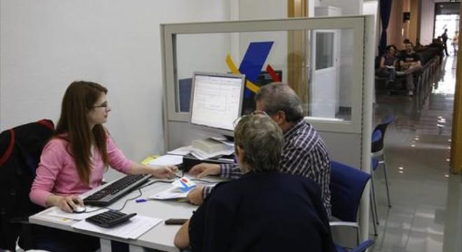 Oficina de la Agencia Tributaria, durante una campa�a de la renta.