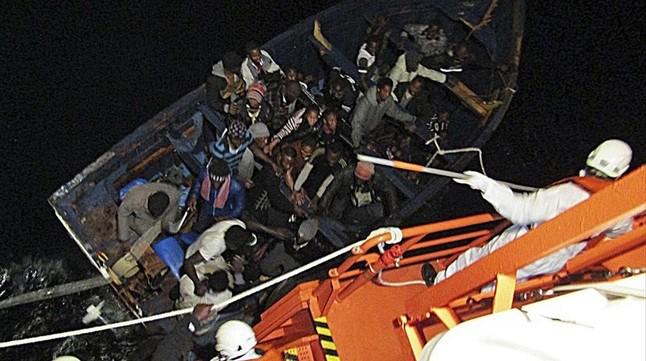 Rescatada una patera en Gran Canaria con 42 ocupantes tras seis días desaparecidos