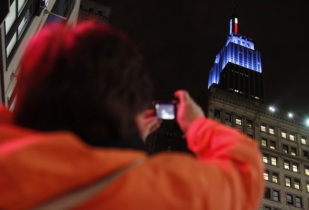 Y el Empire State se ti�� de azul