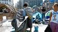 Grups marginals copen les restes de l'acampada de Barcelona
