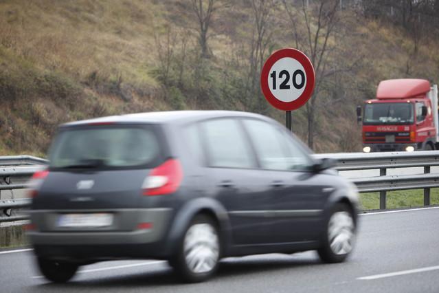 Límite actual de velocidad en autopistas.