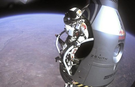 El saltador austriaco Felix Baumgartner, preparado para lanzarse al vaco.