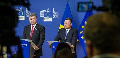 Poroshenko y Barroso ante la prensa.