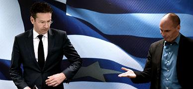 El ministro de Finanzas griego, Yanis Varufakis (derecha), indica al presidente del Eurogrupo, Jeroen Dijsselbloem que se siente, este viernes, en Atenas .
