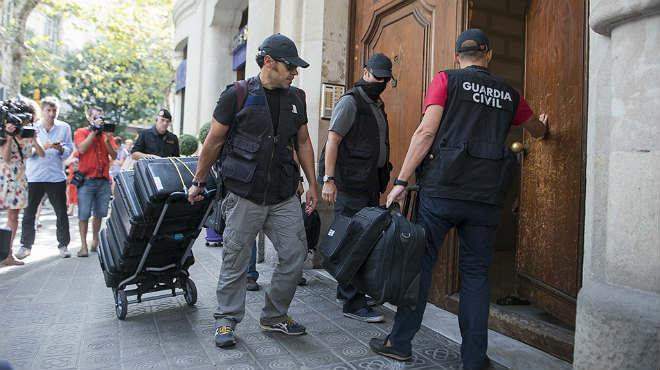 La Guardia Civil registra la sede de la fundació CatDem de CDC y cuatro ayuntamientos