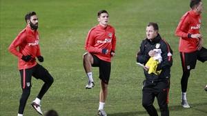 El recién incorporado Kranevitter, en el centro, junto a Vizcaíno en un entrenamiento del Atlético