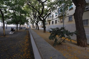 La plaza interior situada en la manzana entre la avenida de Borbó y la calle de Cubelles, en Nou Barris.