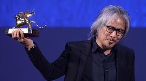 aabella35465420 director lav diaz holds the golden lion award for best film 160910203933