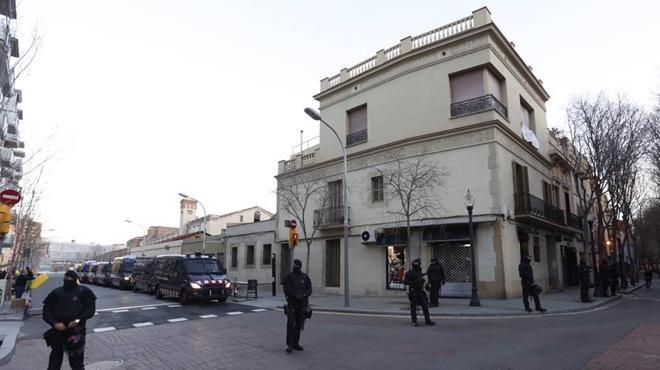 Desallotjada una casa protegida de Sant Andreu que va ser okupada dissabte