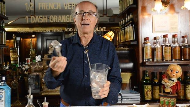 Javier de las Muelas te enseña a hacer un Dry Martini