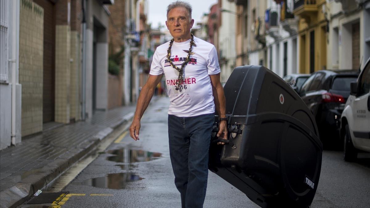 Josep Marín, en Badalona, a su llegada del Ironman de Hawái.