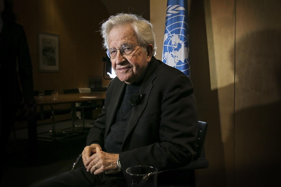 """Noam Chomsky: """"Incluso si no gana, Trump será muy peligroso"""""""