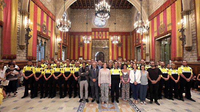 Colau se muestra conciliadora en el primer acto con la Urbana en Barcelona. Ada-colau-bienvenida-los-nuevos-agentes-promocion-guardia-urbana-1435927993437