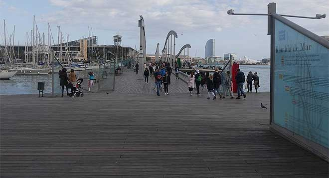 El proyecto del Moll de la Fusta se conocerá como ¿Port(a) veïnal¿ y plantea ganar este gran espacio público para los vecinos con la finalidad de convertirlo en un espacio de ocio vecinal y relación comunitaria.
