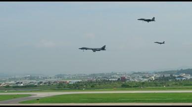 Els EUA despleguen bombarders a la península coreana