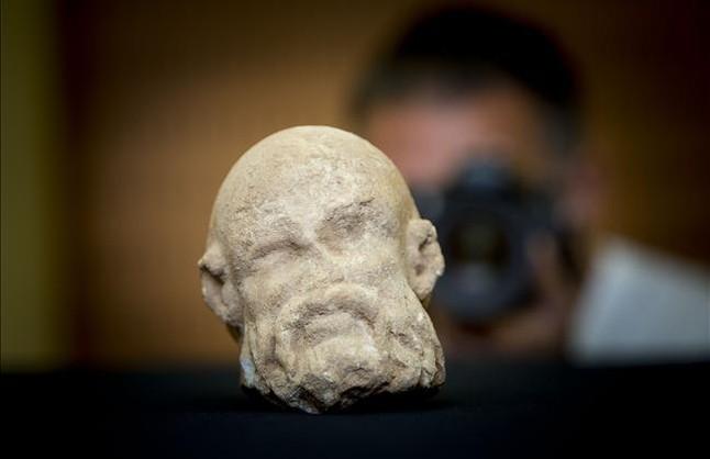 Descobert un cap romà de marbre a la Sagrera