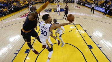 Durant i Curry es reivindiquen davant James i Irving en el primer partit de la final de la NBA
