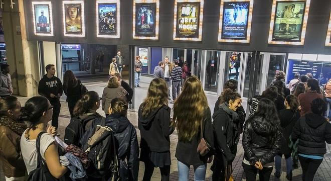 Colas de espectadores en los cines Palau Bala�a, durante la �ltima Fiesta del cine, en noviembre.