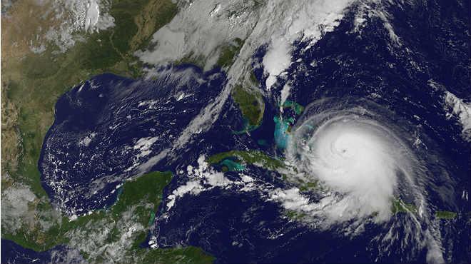 L'huracà 'Joaquín' castiga les Bahames i amenaça la costa dels EUA