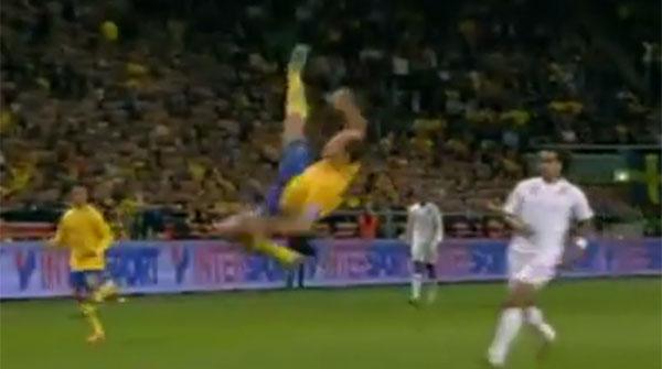 Espectacular gol de Zlatan Ibrahimovic con la selección de Suecia, en el partido ante Inglaterra.