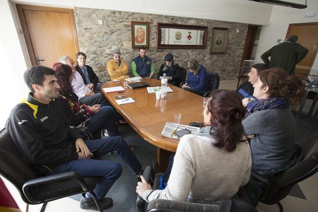 Reuni�n de los alcaldes de Espolla, Capmany y Sant Climent Sescebes, este s�bado, tras conocer que el pederasta de los Maristas trabaj� el verano pasado en los tres pueblos.