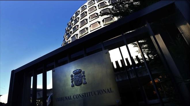 El Constitucional avala dividit la reforma que li permet suspendre càrrecs públics