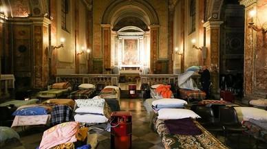 El Vaticano abre una iglesia a inmigrantes y 'sin techo' e invita a seguir la iniciativa