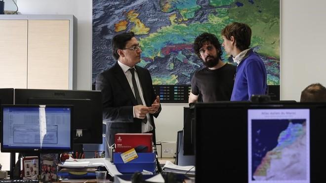 Mapa e�lico que forma parte del proyecto de Marruecos y al fondo de izquierda a derecha, Jos� Vidal, Matteo Ranaboldo y Marc Mela.