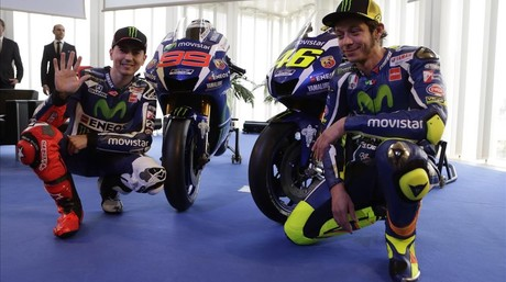Lorenzo y Rossi, en la presentaci�n del equipo Movistar-Yamaha en Barcelona.
