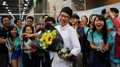 Activistes de la revolució dels paraigües entren al Parlament de Hong Kong