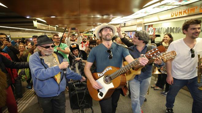 Muchachito Bombo Infierno presenta su cuarto disco 'El jiro' en el metro