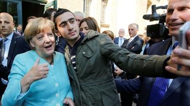 Alemania juzga a Facebook por la difusión del selfi de un refugiado con Merkel