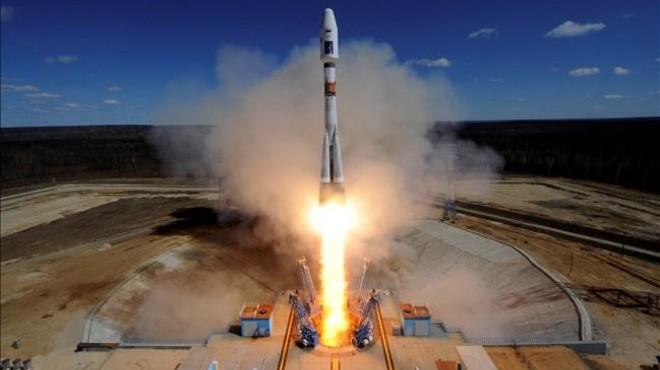 Rusia lanza al segundo intento el primer cohete desde su nuevo cosm�dromo.