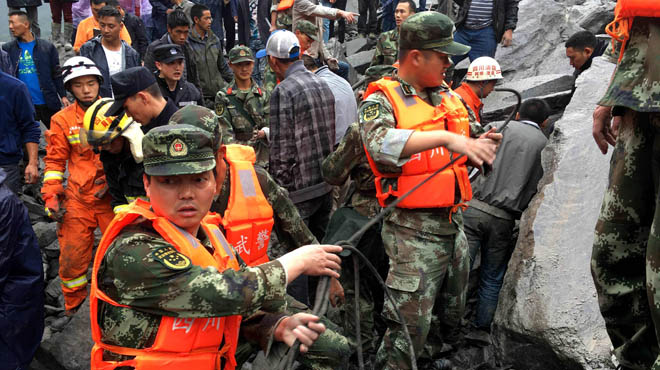 Sepultados por un deslizamiento de tierras en China