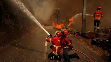L'incendi de Portugal encara el seu cinquè dia revifat pel vent