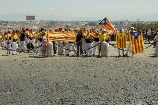 Los castellers de los Bordegassos en Gianocolo de Roma.