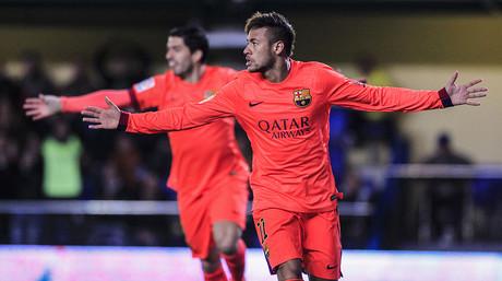 Neymar, euf�rico tras abrir el marcador en El Madrigal, en la vuelta de semifinales de la Copa del Rey