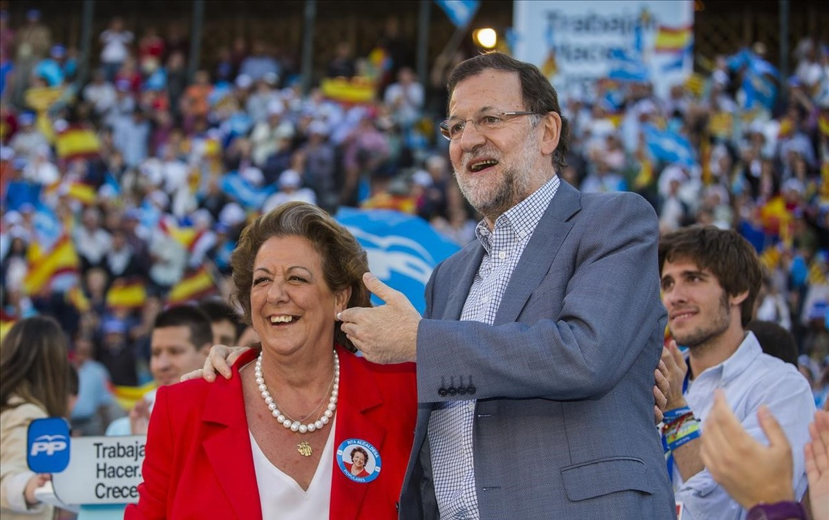 El presidente del PP, Mariano Rajoy, y la exalcaldesa Rita Barberá en un mitin de las pasadas municipales.