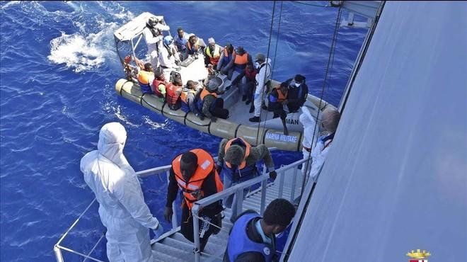 Tusk admet que el tancament dels Balcans redobla la pressió sobre el Mediterrani