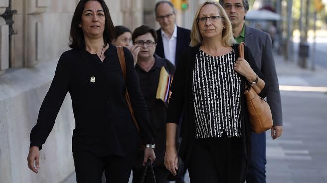 La diputada Assumpta Escarp s'asseu al banc dels acusats per un delicte urbanístic