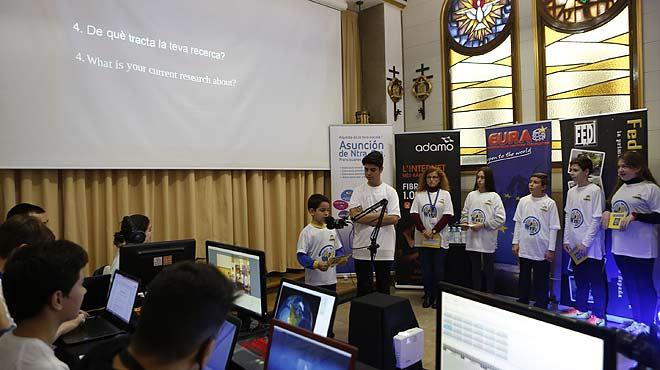 Alumnes del Poblenou parlen amb astronautes de lEstació Espacial Internacional