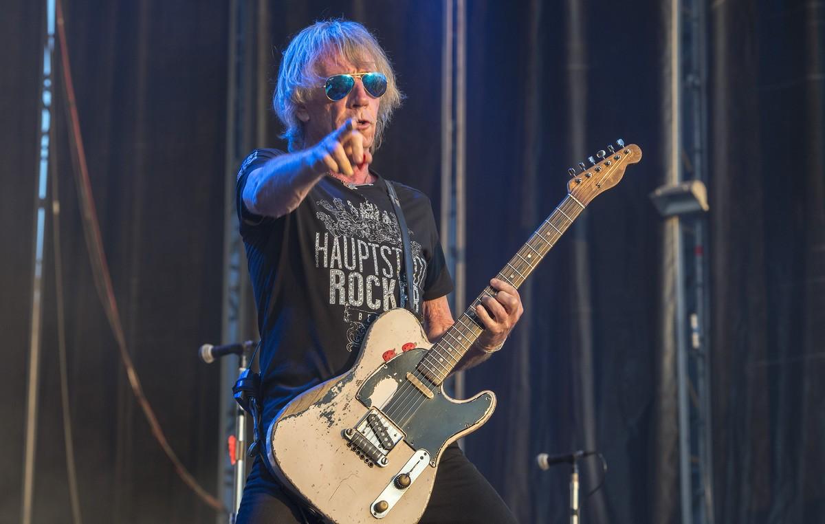 Rick Parfitt en el concierto de STATUS QUO en el Rock Fest en 2015