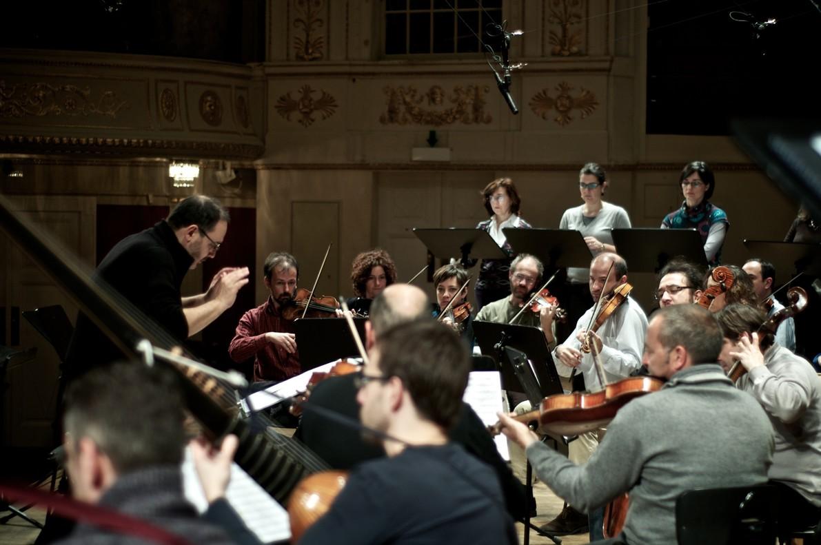Rinaldo Alessandrini dirigiendo el Concerto Italiano en LAuditori.