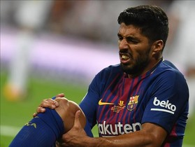 zentauroepp39713245 barcelona s uruguayan forward luis suarez grimaces as he sit170817095020